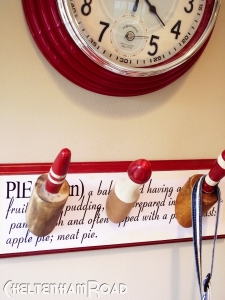 DIY Vintage Rolling Pin Kitchen Towel Hanger