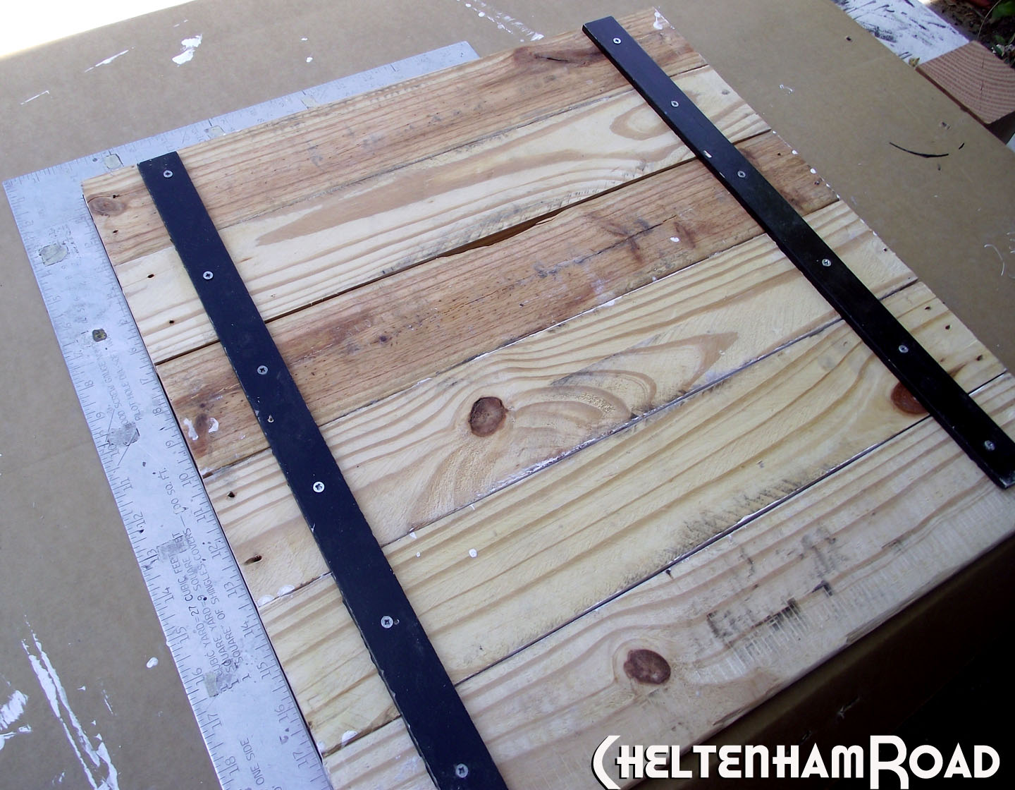 Tutorial: Pallet Wood Display Shelf | cheltenhamroad
