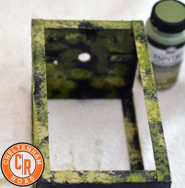 folk-art-painted-finish-moss-halloween-decor-idea